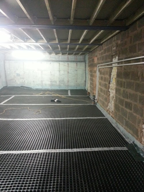 Internal walls linked to membranes with chemical damp proof course