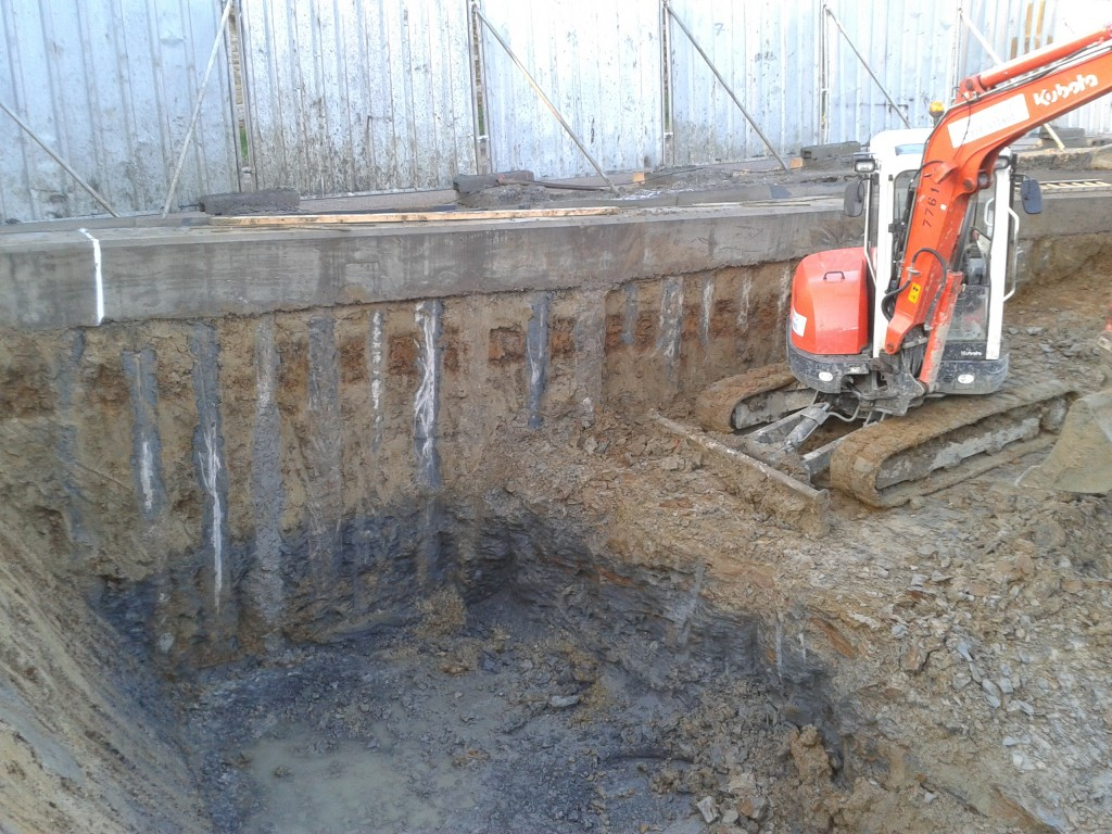 Excavation next to concrete piles