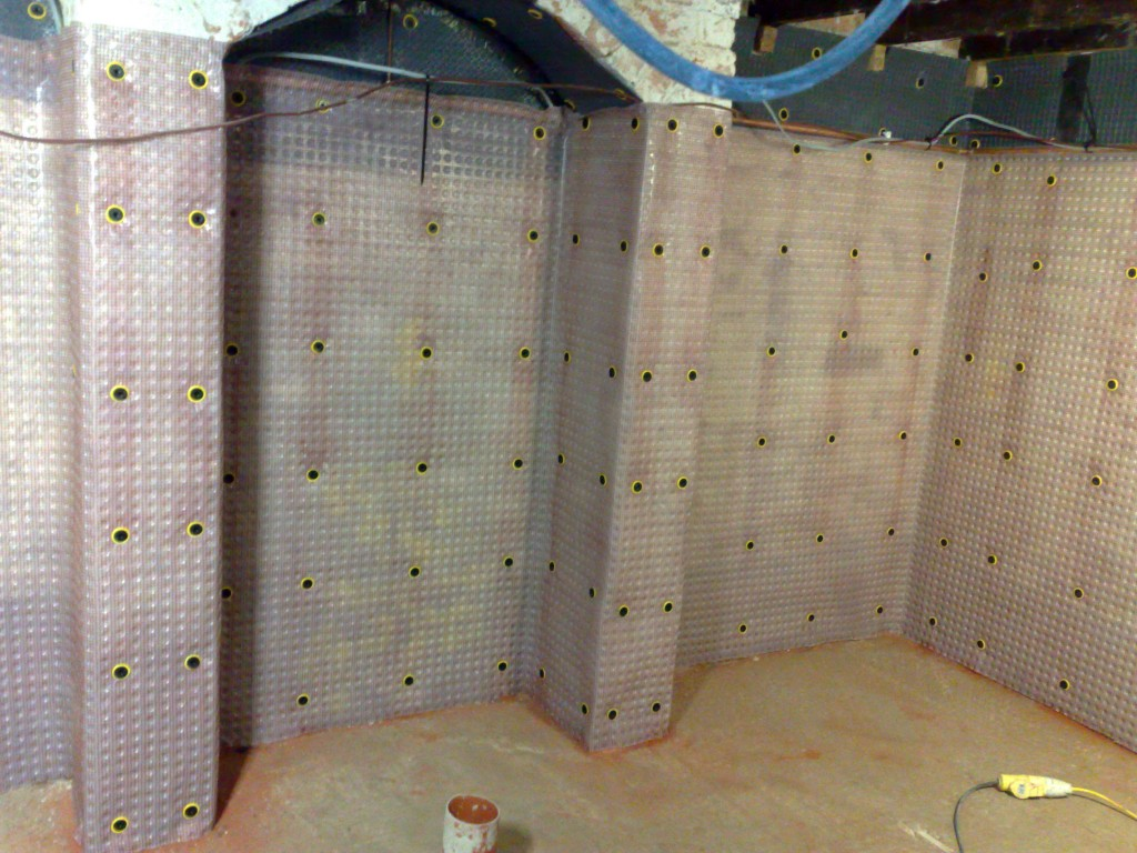 Membrane fixings to allow dry lining