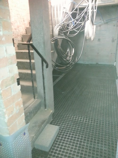 Common landing fro two apartments waterproofed