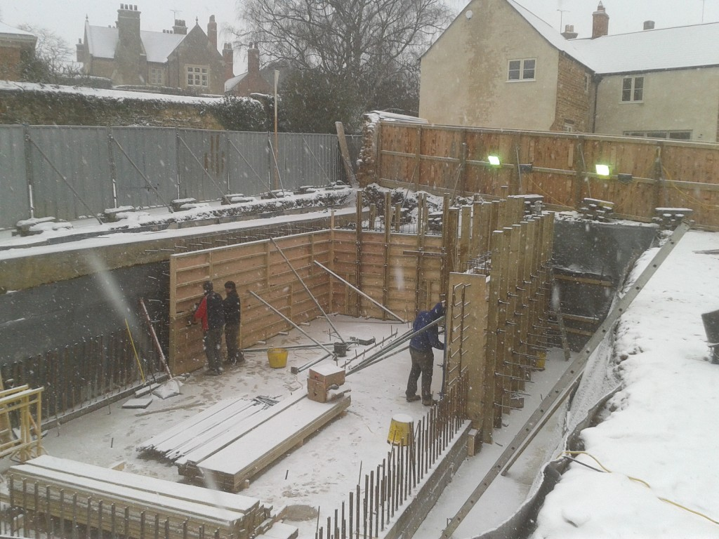 Temporary wall construction not affected by bad weather and low temperature