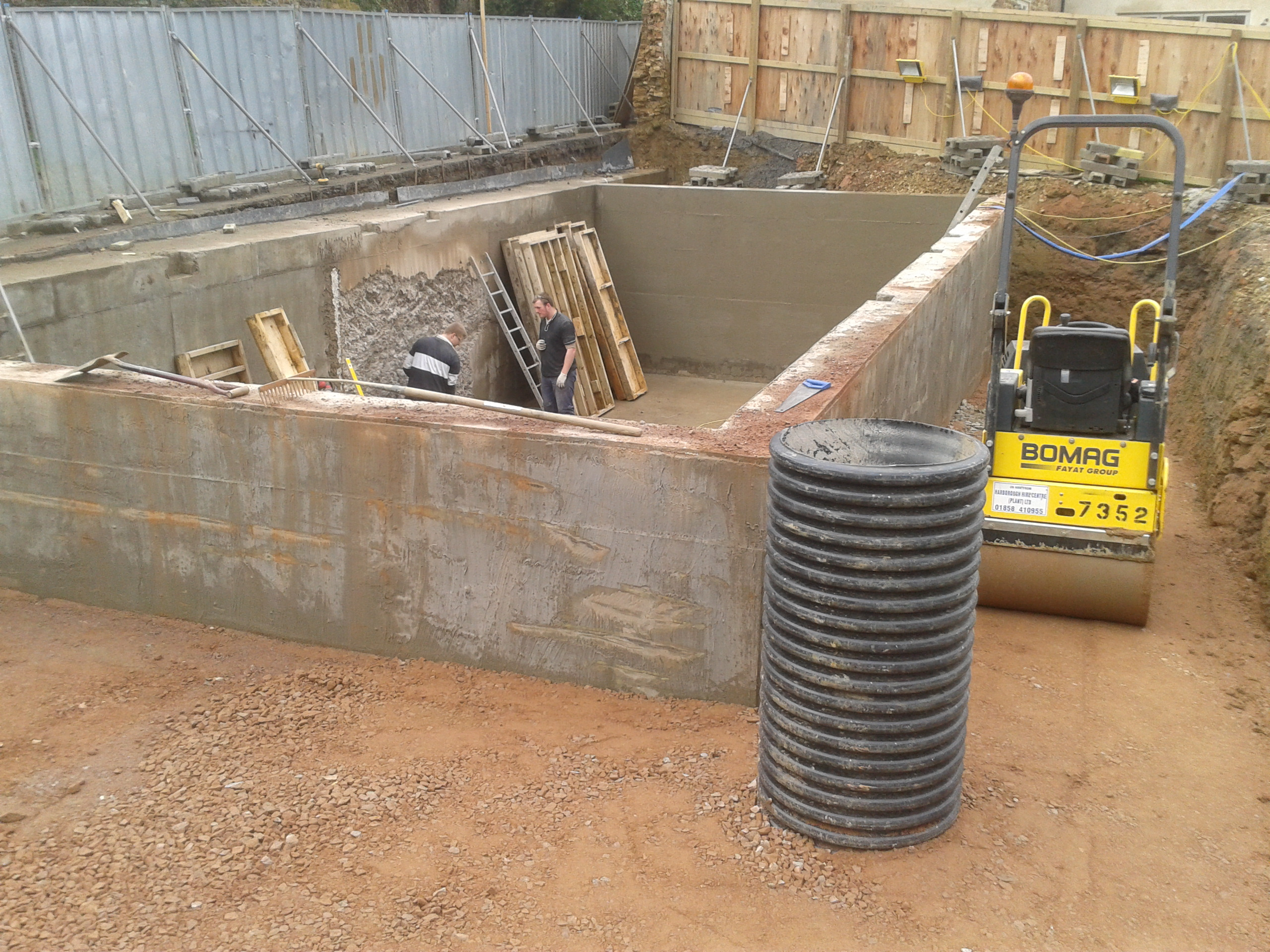 External sump permanently dewatering the site