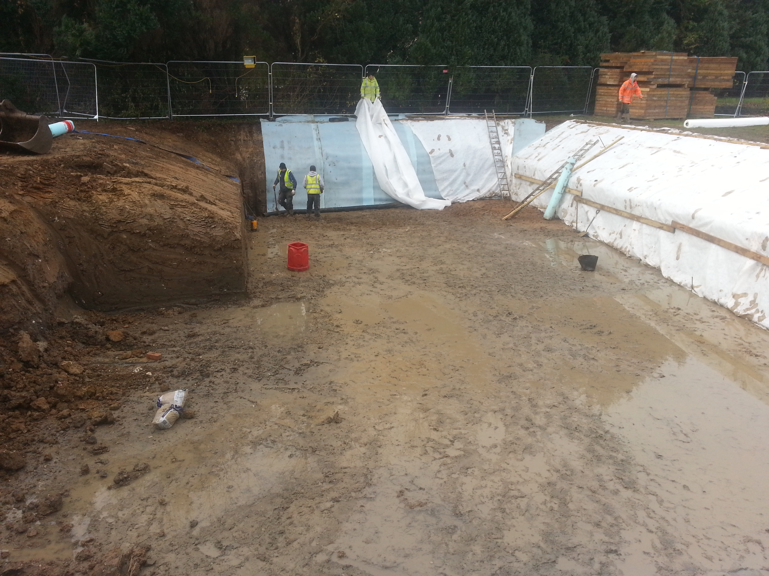 Protecting excavation banks from collapse for the team below