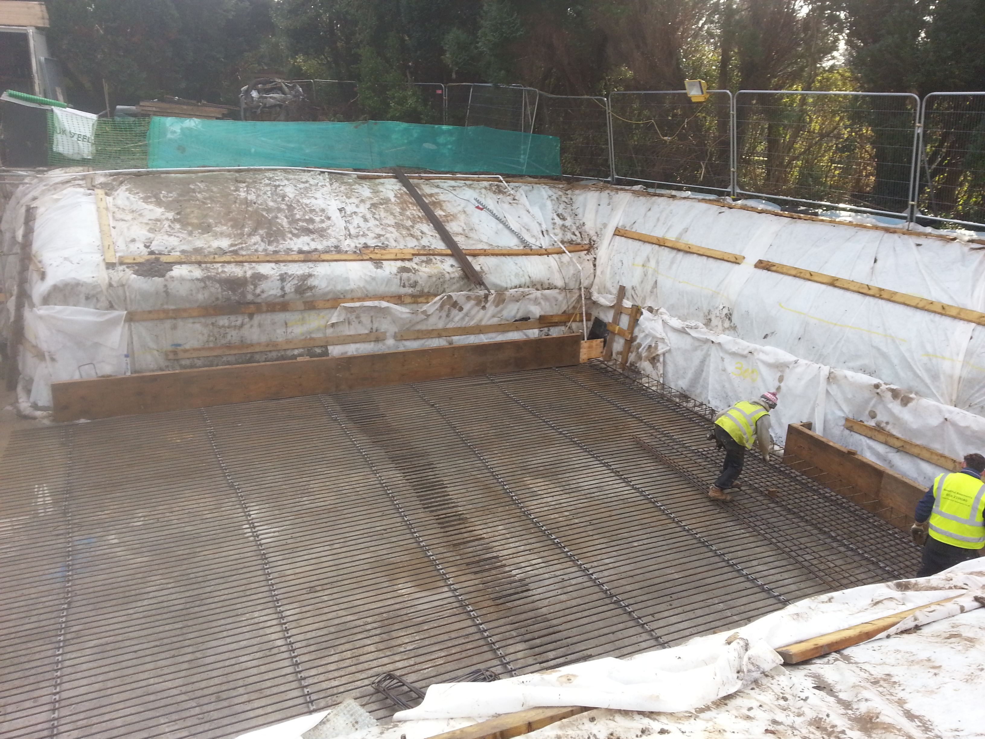 Permanent external sump to allow for clean and dry working area throughout the build