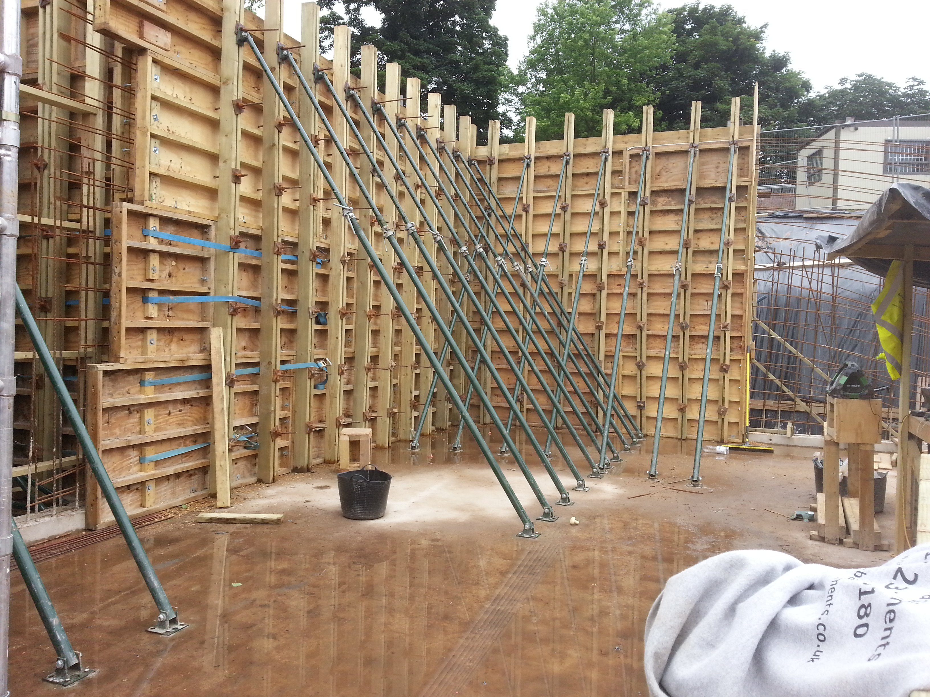 Very high walls, over 4.2m in height from the floor