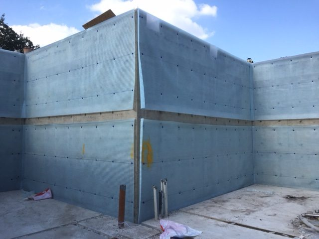 Cavity membrane being installed to the walls