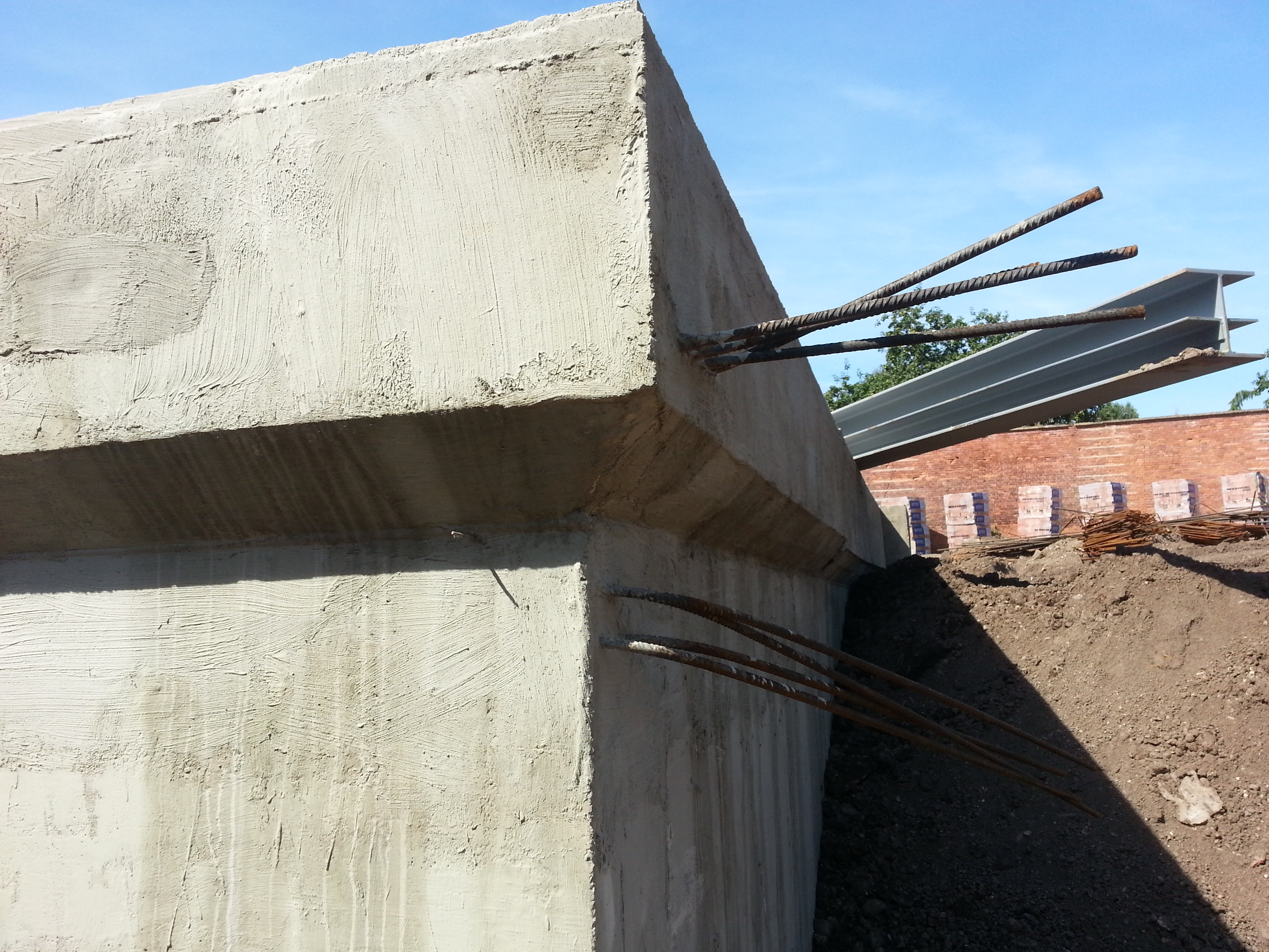 Head of wall stepped out to allow continuation of build above