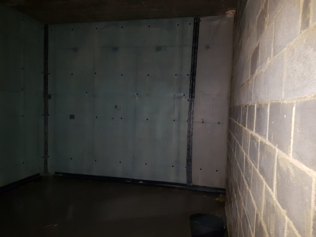 Internal walls isolated from damp by cavity membranes