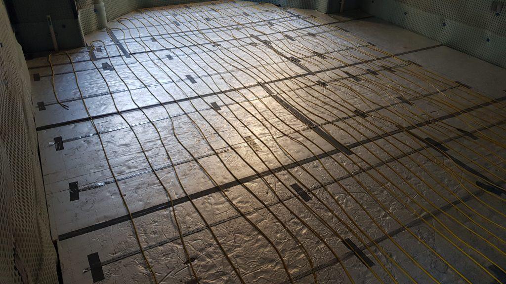 Underfloor heating on top of insulation