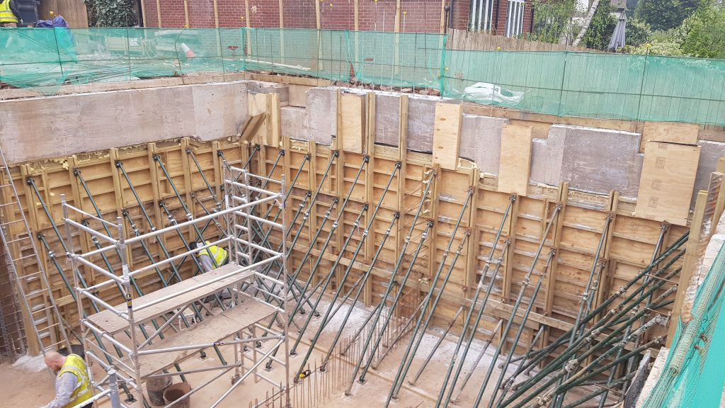 Shuttering & supports for concreting of walls