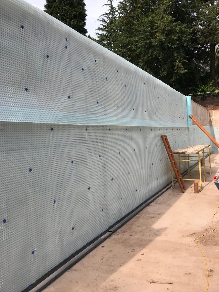 External wall membrane with drainage channel at wall/floor junction