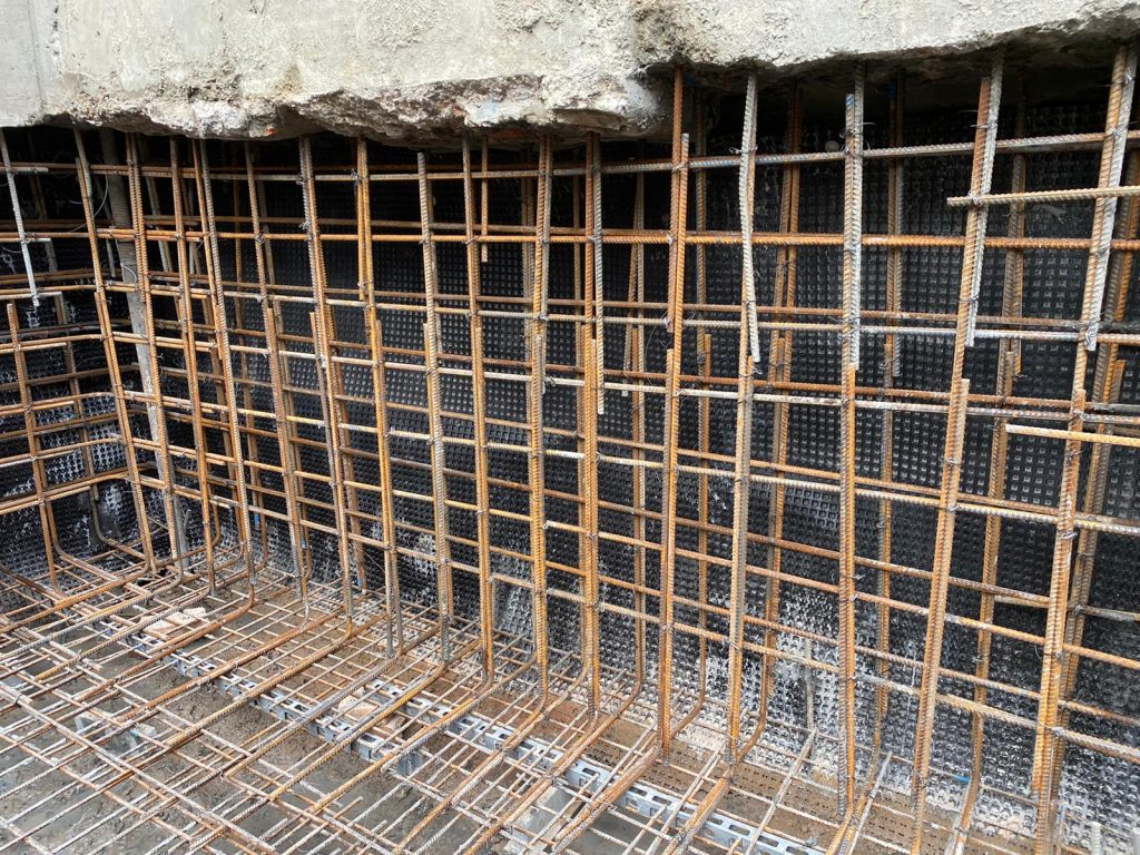 Ring beam walls, underpins and base linked with reinforcing steel
