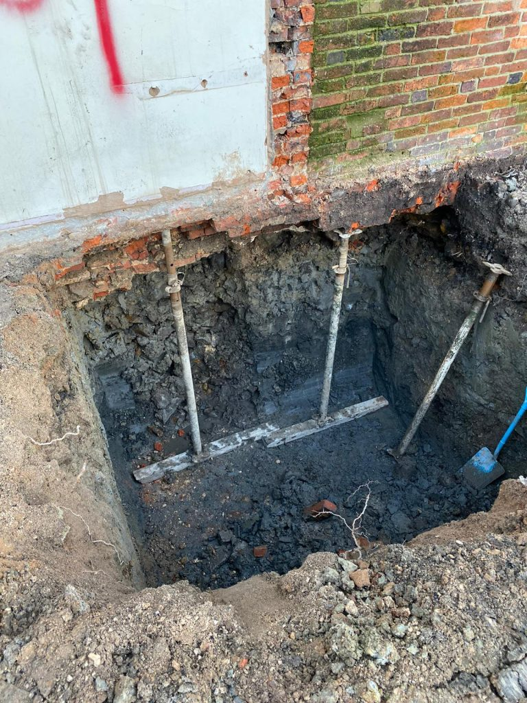 House walls fully supported during underpinning